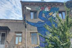 20-fabrika-tbilisi-graffiti-blue-girl