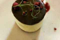 Málna krém, étcsokoládés piskóta desszert - The Great Hall Étterem & Bár (Mystery Hotel)